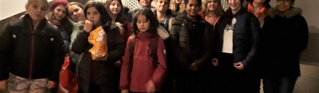24. 11. 2019 Ministranten Ausflug in d Votiv Kino (38)
